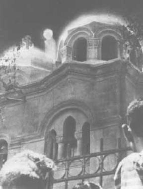 Photo: online image, apparition of a figue clad in robe and halo near the dome of the church.
