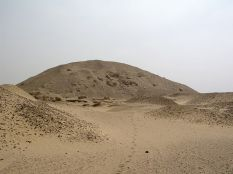 Photo: Wikipedia, the pyramid of Senusret I in Lisht
